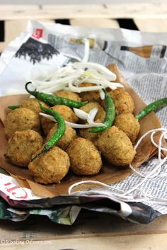 Gujarat na Daal Vada - Spicy lentils deep fried Fritters !