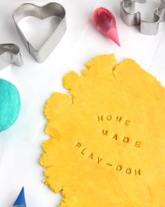 Homemade Play-dough + 10 Educational Activity Ideas - Keep this recipe and list handy for the next snow day or any quiet afternoon!