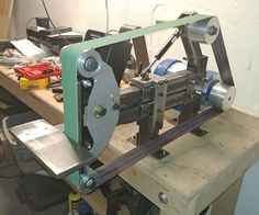 Bolt Together 2 X 72 Belt Grinder Metal Projects, Welding Projects, 2x72 Belt Grinder Plans, Diy Belt Sander, Knife Grinder, Bench Grinder, Welding Design, Knife Making Tools, Blacksmith Tools