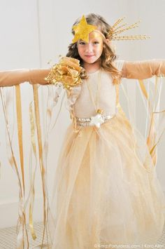 Looking for DIY Halloween Costumes? Don't miss this little girl shooting star costume from Kara's Party Ideas and Michaels. Nativity Costumes, Book Costumes, Halloween Costumes For Kids, Halloween Diy, Star Costume, Christmas Concert, Kids Dress Up, Shooting Stars, Fancy Dress