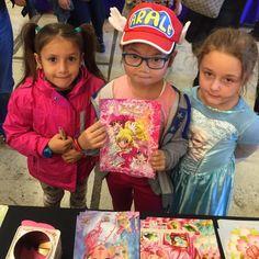 En direct de festival  petites clientes de mon fanbook JolieCure - from #rosalys at www.rosalys.net - work licensed under Creative Commons Attribution-Noncommercial - #Art blog Événements festival PreCure