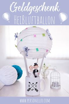 Simply pack cups and round gifts creatively Make a hot air balloon out of a cup Diy Bookshelf Speakers, Wedding Favors, Wedding Gifts, Diy And Crafts, Crafts For Kids, Diy Presents, Magical Wedding, Hot Air Balloon, Gifts For Family