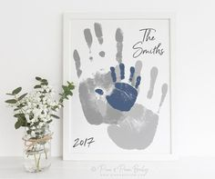 Familie Kunst Handabdruck Alternative Portrait Custom Home gifts for dad from adult Family Art Handprint Alternative Portrait, Custom Home Decor, Living Room Wall Art, Your Actual Hand Prints, inches UNFRAMED Gender And Development, Gifts For New Dads, Handprint Art, Fathers Day Crafts, Baby Crafts, Custom Art, Portrait Art, Nursery Art, Fine Art Paper