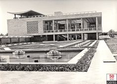 """""""Vous avez le Cubisme, nous avons le Cacoubisme!"""" """"Qasr al-Marmar"""", le Palais de Marbre de Skanès, à Monastir, inauguré le 3 août 1962."""