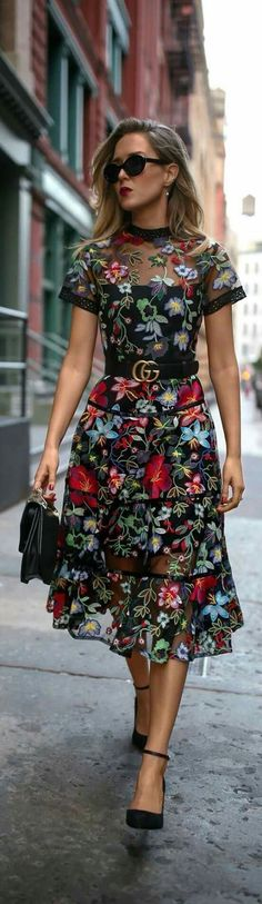 Trend Memo Day Fall Florals // Floral embroidered midi dress leather waist b Trendy Dresses, Nice Dresses, Casual Dresses, Fashion Dresses, Fashion Heels, Cute Casual Outfits, Long Dresses, Evening Dresses, Fashion 2017
