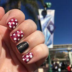 MinnieMouse nails at Disneyland :) : Minnie Mouse nails at Disneyland! Minnie Mouse nails at Disneyland! Diy Disney Nails, Disney Toes, Disney World Nails, Disney Nail Designs, Diy Nails, Cute Nails, Pretty Nails, Disney Makeup, Gorgeous Nails
