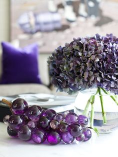 Glass grapes and purple flowers add color instantly! @HGTV | Image via decordemon.com