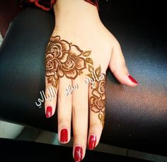 This is so elegant Floral Henna Designs, Finger Henna Designs, Arabic Henna Designs, Mehndi Art Designs, Mehndi Design Pictures, Henna Designs Easy, Latest Mehndi Designs, Beautiful Henna Designs, Mehndi Designs For Hands