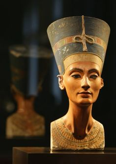 Nerfetiti - Queen of egypt, 1370BC. The most beautiful woman in history.