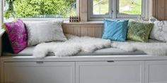 Banesmauet: Benk med oppbevaring New Kitchen, Ikea, Couch, Throw Pillows, Storage, Furniture, Home Decor, Outdoor, Living Room