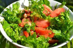 Салат с дрессингом из рукколы | Салат с таким дрессингом получается очень свежий и приятный на вкус. Салат показываю ради этого чудесного дрессинга. Овощи могут быть любые.