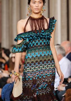 Il colore e' poesia dell'anima: foto Knitwear Fashion, Knit Fashion, Zig Zag Dress, Boho Inspiration, Hippie Dresses, Mannequins, Couture Fashion, Knit Dress, Shopping