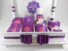 Caixa kit toalete para festa de casamento ou aniversário. Possui bordado na tampa interna. Incluso produtos e embalagens personalizadas. Temos outros tecidos. R$ 345,00
