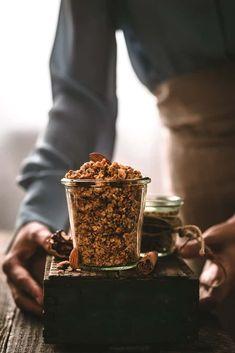 Granola, Healthy Recipes, Healthy Food, Breakfast Ideas, Fit, Detox, Desserts, Hands, Healthy Foods
