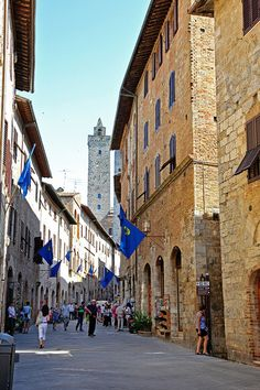 #Italy San Gimignano medieval village in #Tuscany - the city of beautiful towers