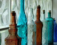 Bottle Display Snag a stained glass effect in seconds. Just display colored-glass jars and vases on windowsills. —Thomas Jayne, Thomas Jayne Studio Read more: Inexpensive Decorating Ideas - How to Decorate on a Budget - Country Living Vintage Bottles, Bottles And Jars, Glass Jars, Antique Bottles, Mason Jars, Cottage Style Bathrooms, Colored Glass Bottles, Coloured Glass, Bottle Display