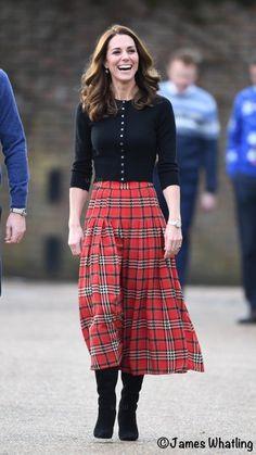 Kate Middleton red tartan plaid skirt inspired custom made Red Tartan Skirt, Plaid Skirts, Tartan Plaid, Tartan Skirt Outfit, Tartan Fashion, Royal Fashion, Fall Outfits, Casual Outfits, Fashion Outfits