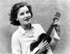 mis actrices preferidas — Greta Garbo While my guitar gently weeps Montgomery Clift, Katharine Hepburn, Cary Grant, Marlene Dietrich, John Wayne, Brigitte Bardot, Classic Hollywood, Old Hollywood, Hollywood Music