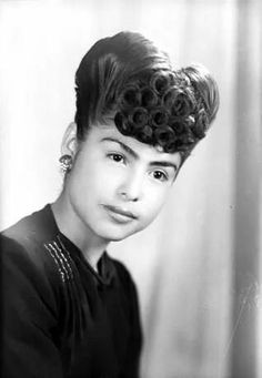 Hairstyle 1940's mexican. This is gorgeous!