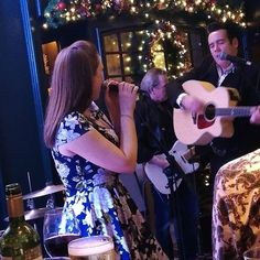 ...hanging with Johnny & June! 🎶🎸 . . #music #gigs #saturdaynight #tolkahouse #johnnycash #junecarter #tributeacts #goodmusic #aboynamedsue #jackson #glasnevin #dublin #ireland #goodnightout #pints #instamusic #countrymusic #nashville #memphis #rocknroll #walktheline #usa #damngood