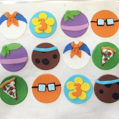 Fondant toppers approximately 2 inches in diameter 2 scooby 2 Velma 2 Fred 2 Daphne 2 Shaggy- pizza 2 - Age Fondant Toppers, Fondant Cupcakes, Cupcake Toppers, Cupcake Cakes, 5th Birthday Boys, 4th Birthday Parties, Birthday Ideas, Scooby Doo Cake, Cute Cookies