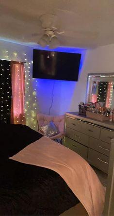Dorm Room Designs, Teen Bedroom Designs, Room Design Bedroom, Bedroom Layouts, Room Ideas Bedroom, Cute Bedroom Decor, Bedroom Decor For Teen Girls, Pinterest Room Decor, Beauty Room Decor