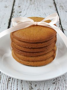 Crispy Gingersnap Cookies | YummyAddiction.com | #cookies #gingersnap #christmas