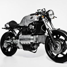 Used to be hard for me to look at a BMW K100 and see the possibilities. This 84 BMW K100 by Marc Robrock has totally changed my mind about this type of BMW.