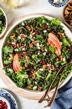 This Fall Harvest Salad is a healthy kale-based salad recipe packed with delicious autumn flavors and brought together with maple balsamic dressing. Kale Salad Recipes, Salad Dressing Recipes, Veggie Recipes, Best Vegetarian Recipes, Healthy Recipes, Tasty Meals, Maple Balsamic Dressing, Harvest Salad, Salads For A Crowd