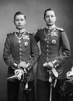 """Princes Oskar and August Wilhelm """"Auwi"""" of Prussia, fourth and fifth sons of Kaiser Wilhelm II and Kaiserin Augusta Victoria of Germany, ca. Queen Victoria Family, Victoria Reign, Princess Victoria, German Royal Family, Ww1 History, Kaiser Wilhelm, Photos Originales, Royal Monarchy, Royal Blood"""