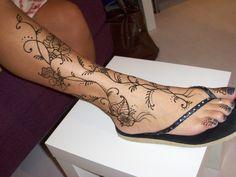 leg tattoo that looks like wood   Henna Design Gallery: Mehndi Pictures