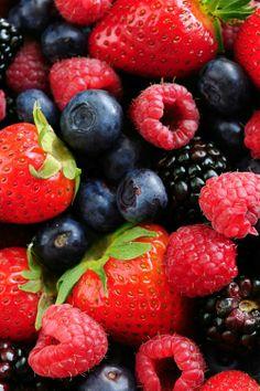 Fructele de pădure(English:Berries) - Zmeură, mure, afine – toate aceste fructe de pădure reprezintă o excelentă sursă de antioxidanţi şi fibre, extrem de sănătoase pentru pielea noastră.