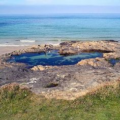 16 Incredible Secret Swimming Spots In Britain British Beaches, Uk Beaches, Devon And Cornwall, Pool Water, Time Travel, Diving, Britain, Places To Go, The Secret