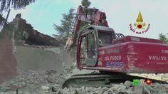 Vigili del Fuoco - Pieve Torina - Demolizione controllata della Scuola P...