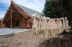 Steps in making a Piupiu Photo: Michelle Mayn A piupiu is a skirt made from the leaves of the New Zealand flax, worn by Māori on ce. New Zealand Flax, Finger Weaving, Flax Fiber, Old Towels, Maori Art, Weaving Techniques, House Styles, Leaves, How To Make
