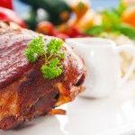 Pierna de cerdo al horno con salsa de cebolla dulce