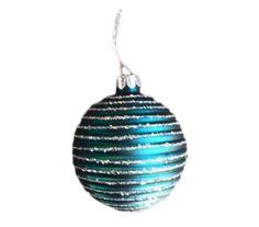 Julekugle fremstillet af glas i et design af blågrøn med mønster og med diameter på 8 cm. Find spændende julepynt og julekugler hos Lepong.dk