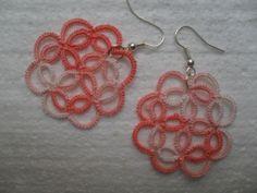 Boucles d'oreille dentelle rose , boucles d'oreille dentelle frivolite , bijoux faite main, bijoux crochet : Boucles d'oreille par carmentatting