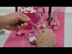 Apprenez à personnaliser vos contenants à l'aide de quelques astuces de déco simples et faciles à réaliser ! #deco #dragees Aide, Diy Cards, Macarons, Origami, Reception, Wedding Day, Baby Shower, Ornaments, Quinceanera Ideas