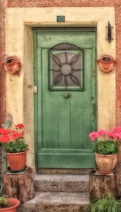 Stunning green door in Saint Martin Vésubie, Alpes-Maritimes, France Knobs And Knockers, Door Knobs, Door Handles, Cool Doors, Unique Doors, Portal, Entrance Doors, Doorway, Saint Martin Vesubie