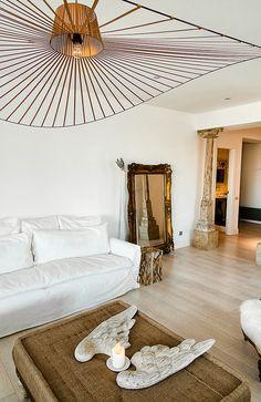 The pendant light Vertigo created by Constance Guisset is viewed as an icon. Luminaire Vertigo, Lampe Vertigo, Earthy Home Decor, Modern Lighting Design, Living Spaces, Living Room, Lamp Design, Luminaire Design, Home And Living