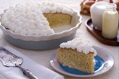 La torta tres leches è un dolce diffuso in tutta l'america latina; conosce diverse versioni accomunate dall'uso di latte condensato, latte e panna.