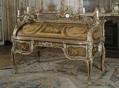 Secrétaire à cylindre du cabinet intérieur de Louis XV à Versailles Oeben Jean-François (1721-1763) Duplessis Jean-Claude, le Père (vers 1695-1774) Riesener Jean-Henri (1734-1806) Lepine Jean-Antoine (1720-1814)Versailles, châteaux de Versailles et de Trianon