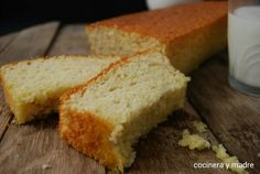bizcocho-esponjo-de-leche 2 Chocolate Caliente, Loaf Cake, Cornbread, Salad Recipes, Banana Bread, Cooking Recipes, Favorite Recipes, Sweets, Baking