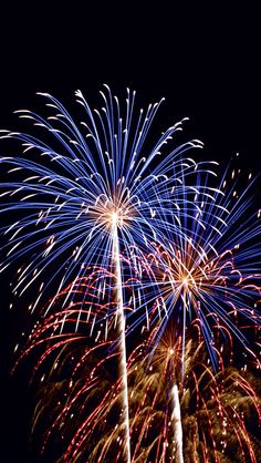 There's awesome fireworks in the sky on this picture I wish it was the forth of July