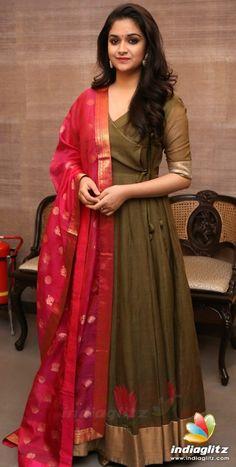 Party Wear Indian Dresses, Indian Gowns Dresses, Indian Fashion Dresses, Dress Indian Style, Indian Designer Outfits, Long Dress Design, Dress Neck Designs, Designs For Dresses, Saree Blouse Designs