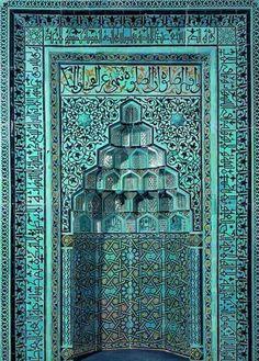 Konya Beyhekim Camii'nin (13. YY) çini mozaikli mihrabı Alman Konsolosu tarafından 1907'de onarım bahanesiyle çalındı. Şuan Berlin'de.. Kaynak :arşiv tarihi
