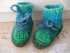 http://www.ravelry.com/patterns/library/bunte-baby-booties