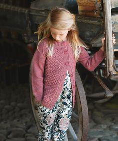 Kevyt villatakki lapselle on hiostamaton ja täydellisen mittainen - Kotiliesi.fi Children, Kids, Knit Crochet, High Neck Dress, Vest, Knitting, Sweaters, Jackets, Dresses