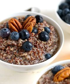 Mix up your breakfast and make this delicious banana quinoa porridge for a vegan, gluten-free option that will keep you full all morning! All clean eating ingredients are used for this healthy breakfast recipe. Quinoa Breakfast, Healthy Breakfast Smoothies, Healthy Breakfast Recipes, Free Breakfast, Banana Quinoa Porridge, Quinoa Oatmeal, Bowls, High Protein Recipes, How To Cook Quinoa
